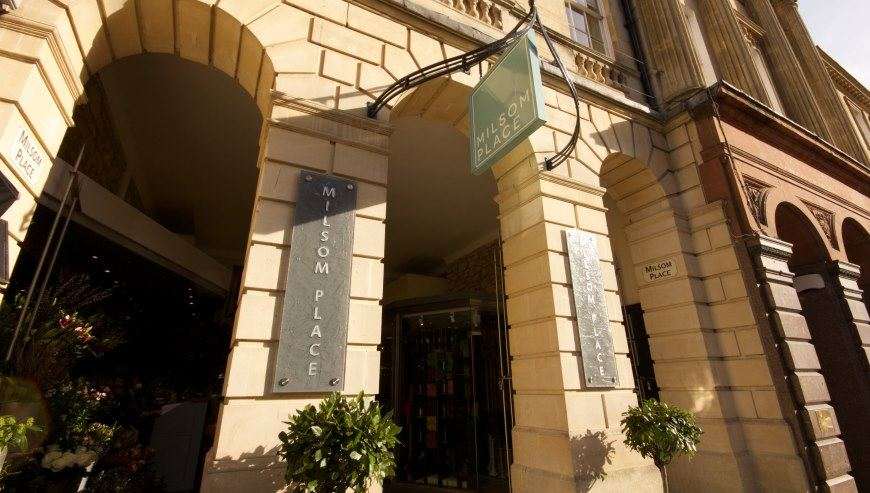Shop fitting Bath, Milsom Place by Simon Davies
