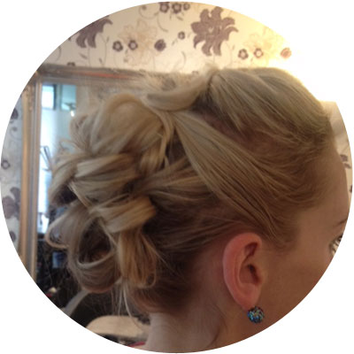 Bridal hairdresser bath